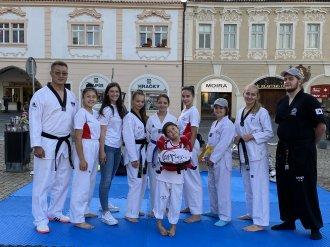 TAEHAN představil dětem taekwondo WT na náměstí v Kolíně